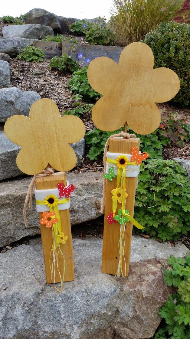 Gartendekoration holzblumen holzdekoration holzpfosten mit blume ein designerst ck von - Gartendekoration basteln ...