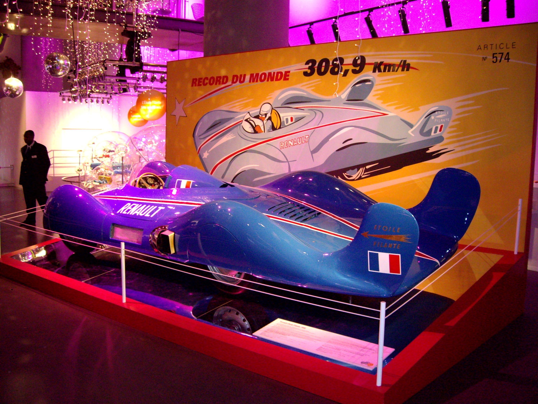 Photo prise par moi même en 2006 - Exposition Renault avenue des Champs Elysée PARIS. U':-r