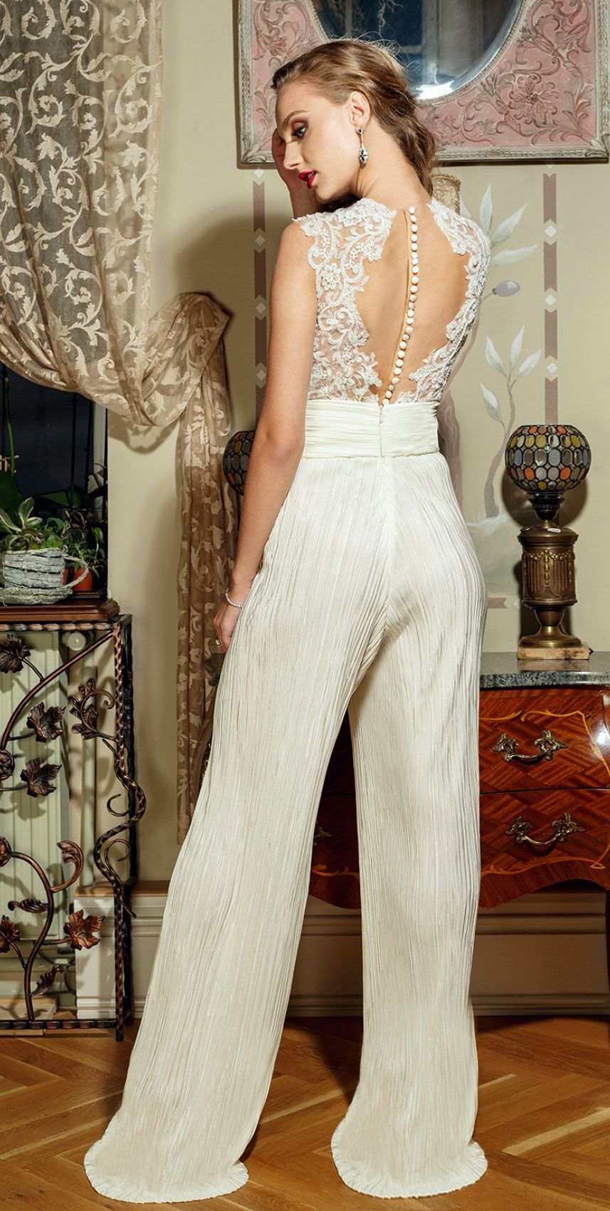 Amazing Bridal Jumpsuits for chic and fashion-forward Brides