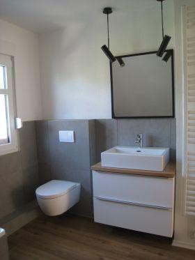 Die schönsten Badezimmer Ideen | Graue wände, Holzplatte und Holzboden