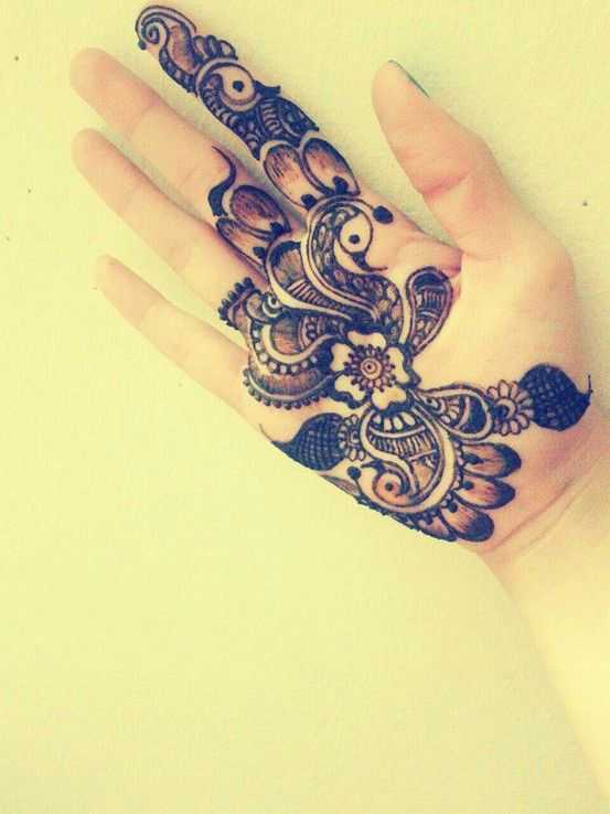 Intricate Arabic Henna design