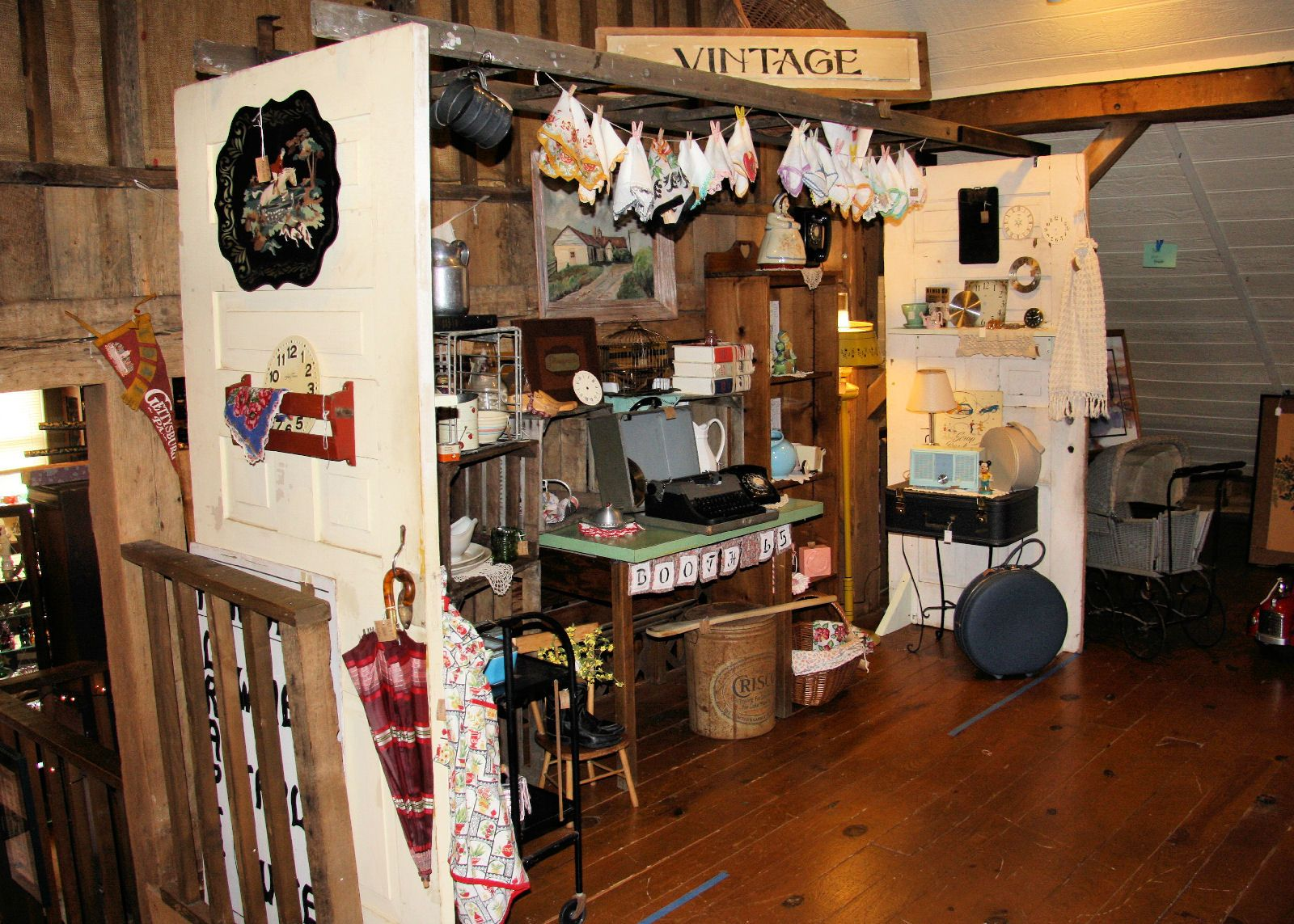 121fd364c048f Vintage Booth Ideas   Antique Mall Booth Display Ideas   Sweet ...