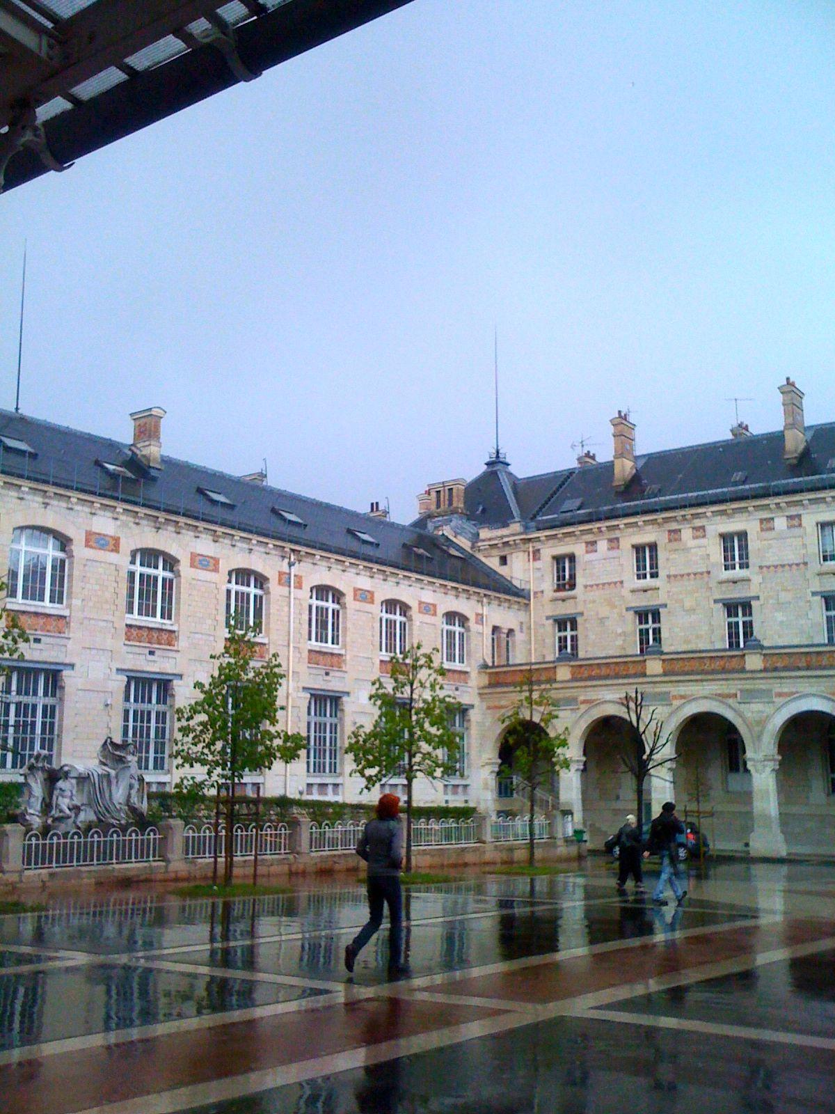 lyc e voltaire xie arrondissement la cour aur lie faur paris xie arrondissement. Black Bedroom Furniture Sets. Home Design Ideas