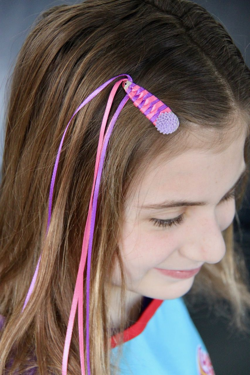 How To Make Those Streamer Barrettes From Your 70s Or 80s Childhood Diy Hair Bows Diy Hair Accessories Ribbon Barrettes