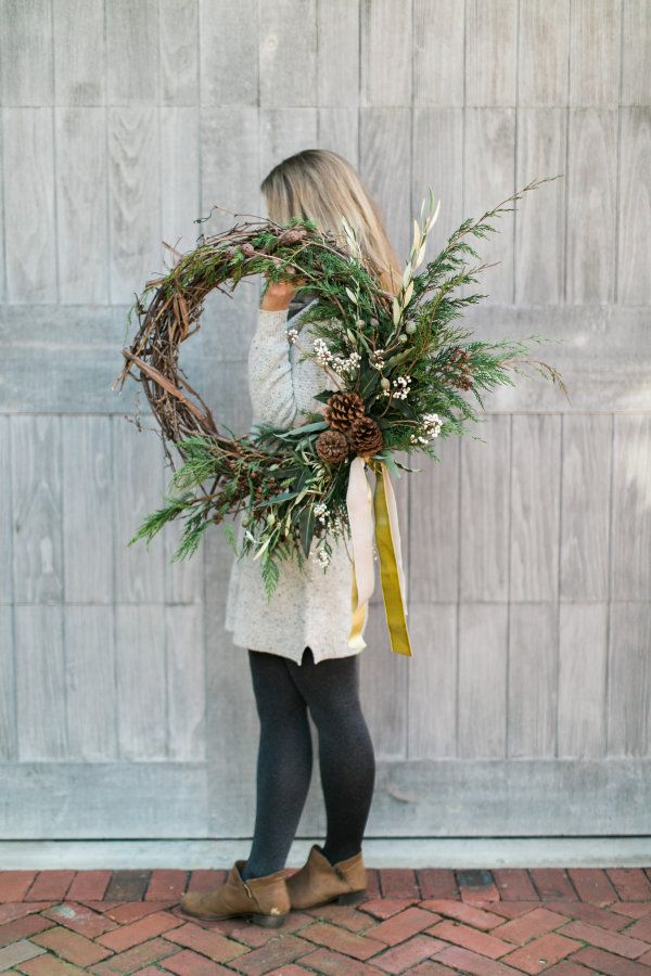 DIY holiday wreath project httpwwwstylemeprettycomliving20161221 up your cold weather curb appeal with this diy winter wreath Photography