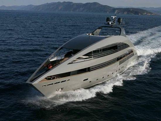 """Náutica: O """"Ocean Pearl"""" é um luxuoso iate de 41 metros, construído pelo Estaleiro Rodriquez. Projetado pela Foster + Partners..."""