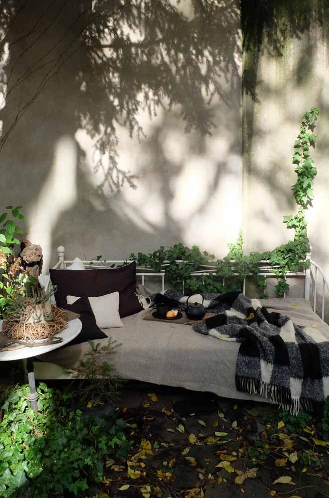 Gartenbett wetterfest  Zwei Stunden Herbstsonne im Gartenbett | Porch