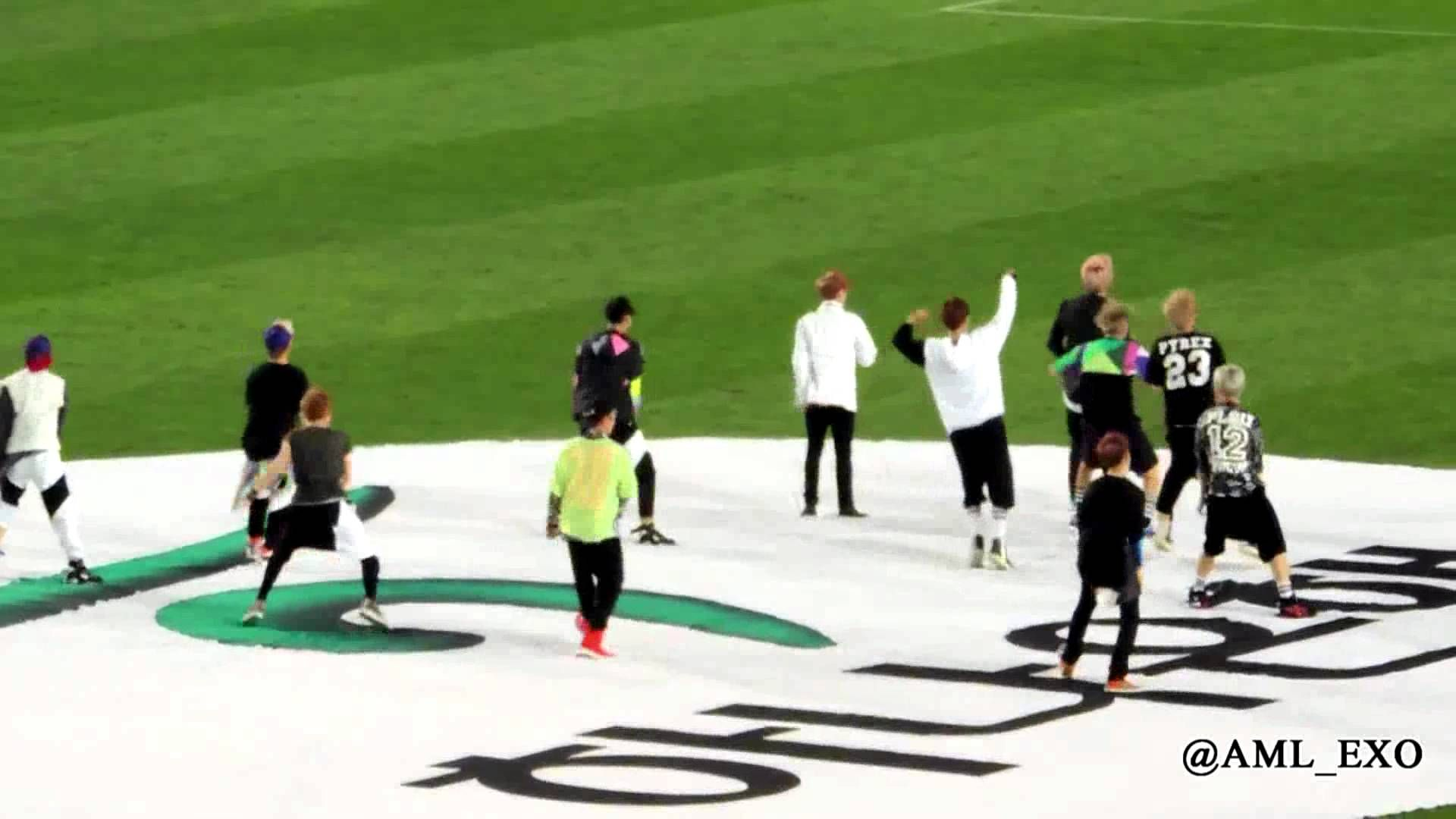 Exo baila Growl en el medio tiempo del partido Perú vs Corea del Sur