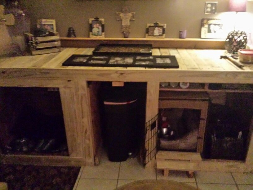 Diy indoor dog kennels made from pallets they look so
