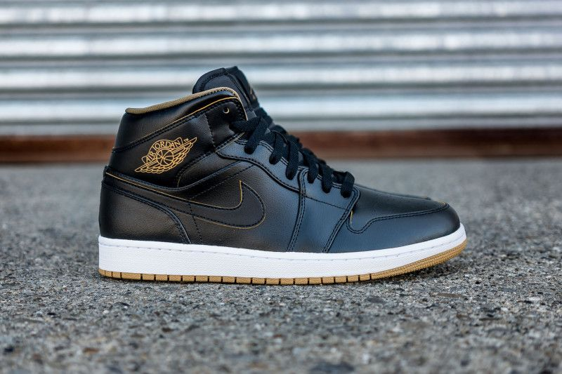 Air Jordan 1 Mid Black Gold (1)  2bf309941