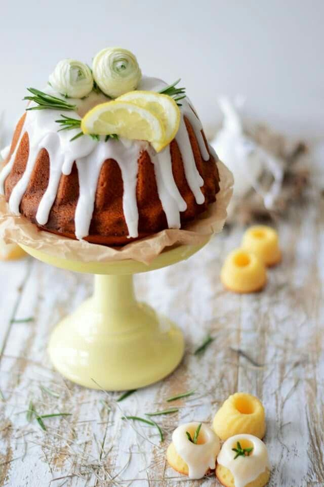 Rosmarien-Zitronen-Kuchen, erfrischend und lecker. (von sugar meets chili)