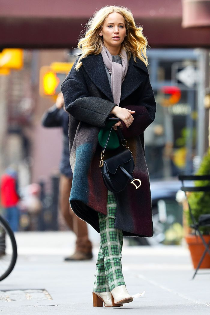 0606991b95b3 Jennifer Lawrence s Anti-Athleisure Legging Outfit Is Ridiculously ...