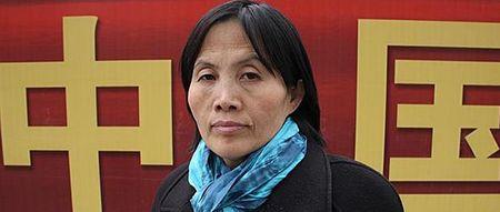 """Cao Shunli menehtyi hoidon puutteeseen pekingiläisessä sairaalassa 14.3.2014 * Cao katosi mentyään lähtöselvitykseen Pekingin kansainvälisellä lentokentällä. Kiinan viranomaiset pidättivät hänet """"riidan kylvämisestä ja hankaluuksien aiheuttamisesta"""". Häntä pidettiin vangittuna kuolemaansa asti. Viranomaiset epäsivät Caolta pääsyn hänen tarvitsemaansa lääketieteelliseen hoitoon. * Cao halusi vain valtionsa tunnustavan kansalaistensa lailliset oikeudet."""