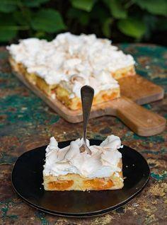 Wachauer Marillenkuchen mit knuspriger Baiserhaube - Blechkuchen mit Aprikosen
