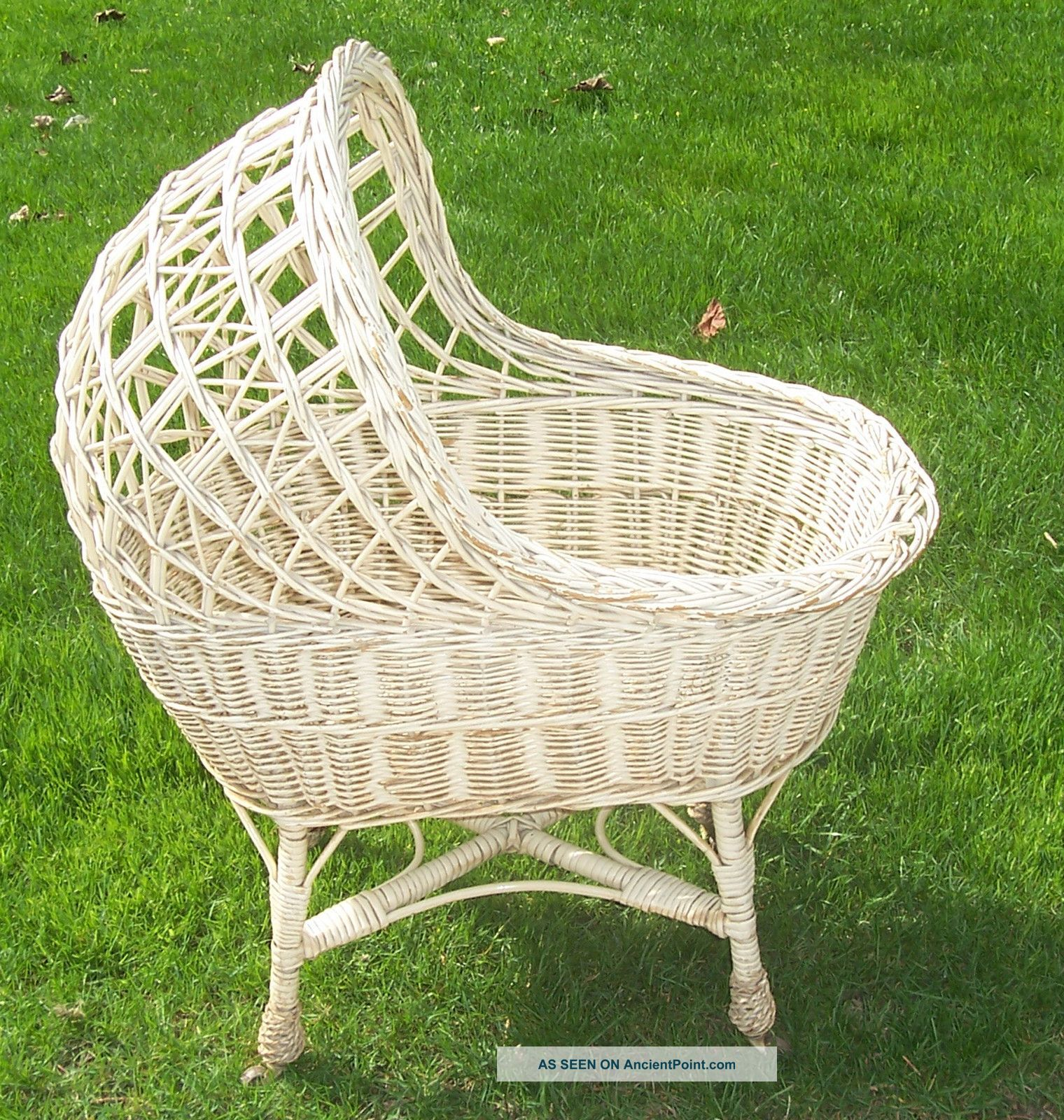 Baby crib hammock - Vintage Wicker Wood Basket Baby Infant Nursery Bassinet Travel Bed Crib Doll Toy Baby Cradles Photo