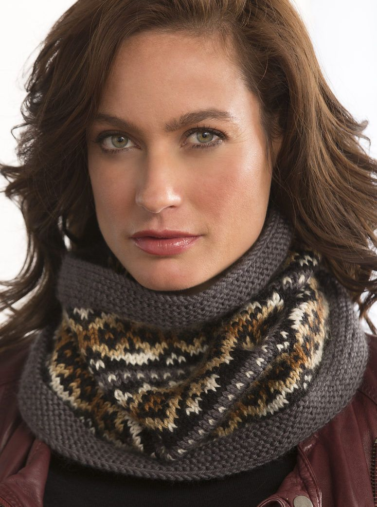 Free Knitting Pattern for Fair Isle Cowl - Variegated yarn adds even ...