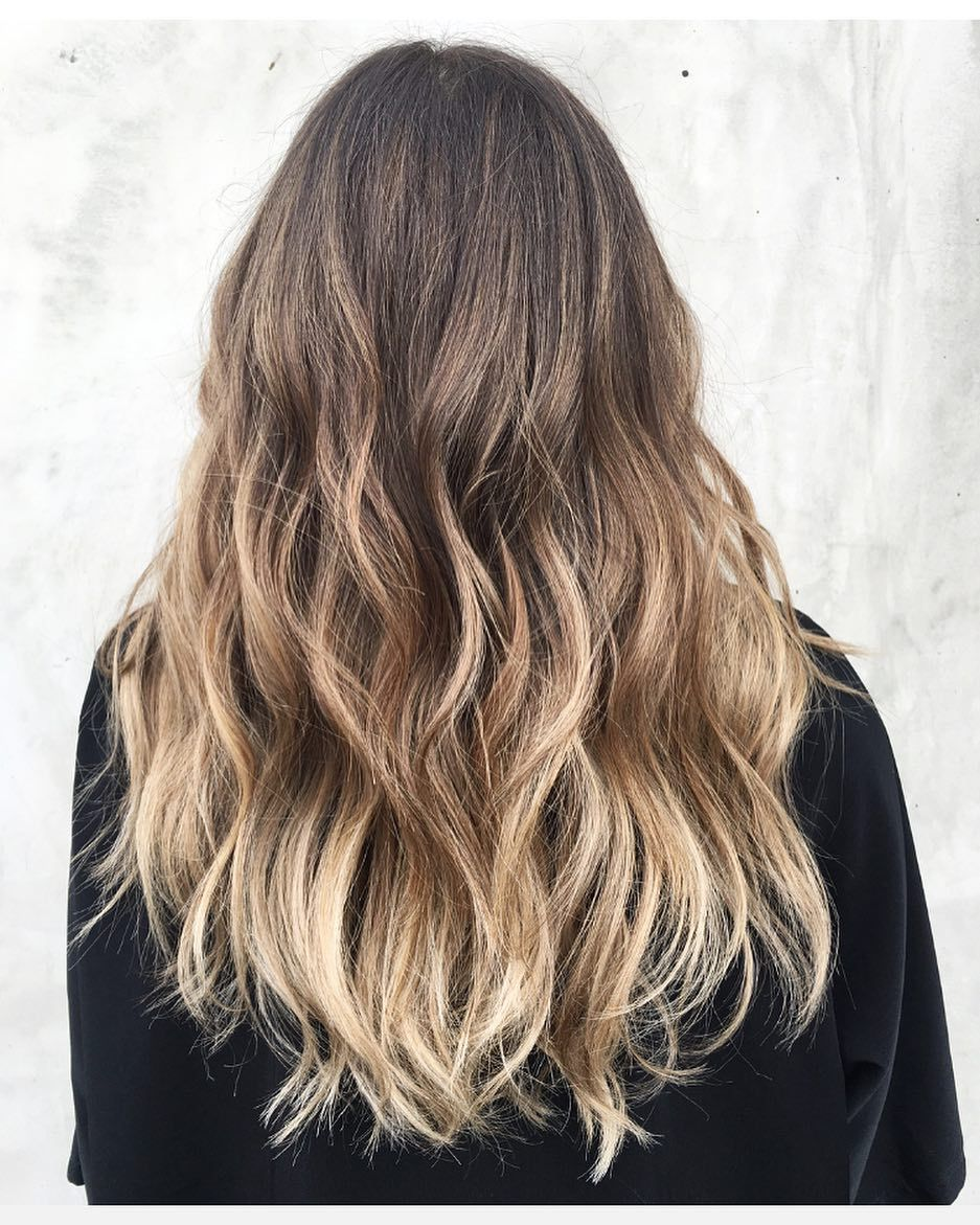 Expert Tips And Tricks To Get Back To Your Natural Shade Without Looking Crazy Growing Out Hair Natural Hair Color Grown Out Blonde Hair