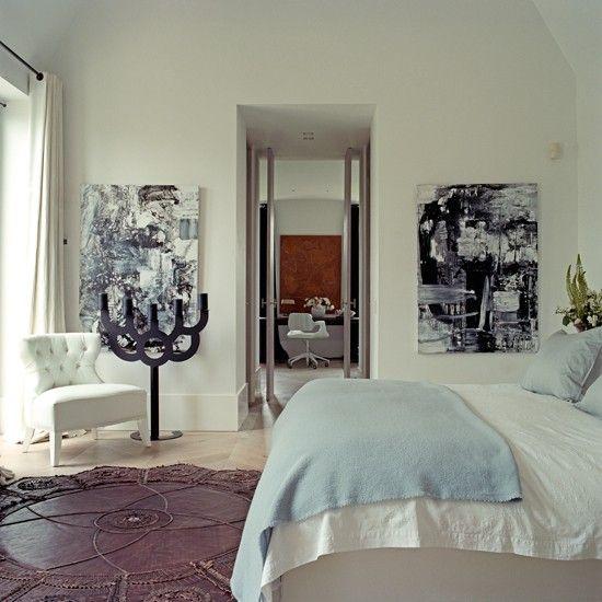 Weiß und Pastell blau Schlafzimmer mit Kunstwerk Wohnideen Living