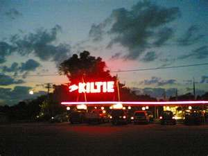 The Kiltie Drive In Located In Oconomowoc Wisconsin See Also The Kiltie At Night Wisconsin Travel Pewaukee Lake Places To See