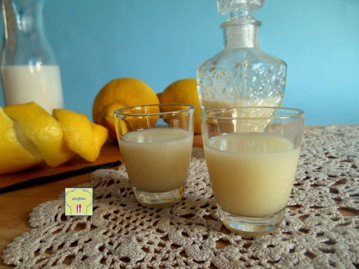 La ricetta della crema di limoncello è davvero facile, ma il gusto del liquore homemade che ne avrete è impareggiabile!!