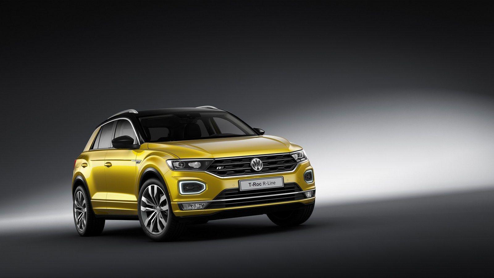 Vw T Roc Puts On Sporty R Line Ensemble For Frankfurt Carscoops Volkswagen Volkswagen Car Large Luggage