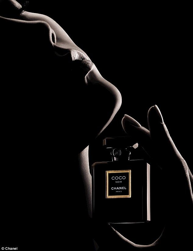 Karlie Kloss lands her first Chanel campaign for Coco Noir | Chanel  fragrance, Chanel perfume, Perfume adverts