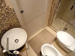 Idee Bagno ~ Progetto di un mini bagno tra resina e cementine a casa di ro