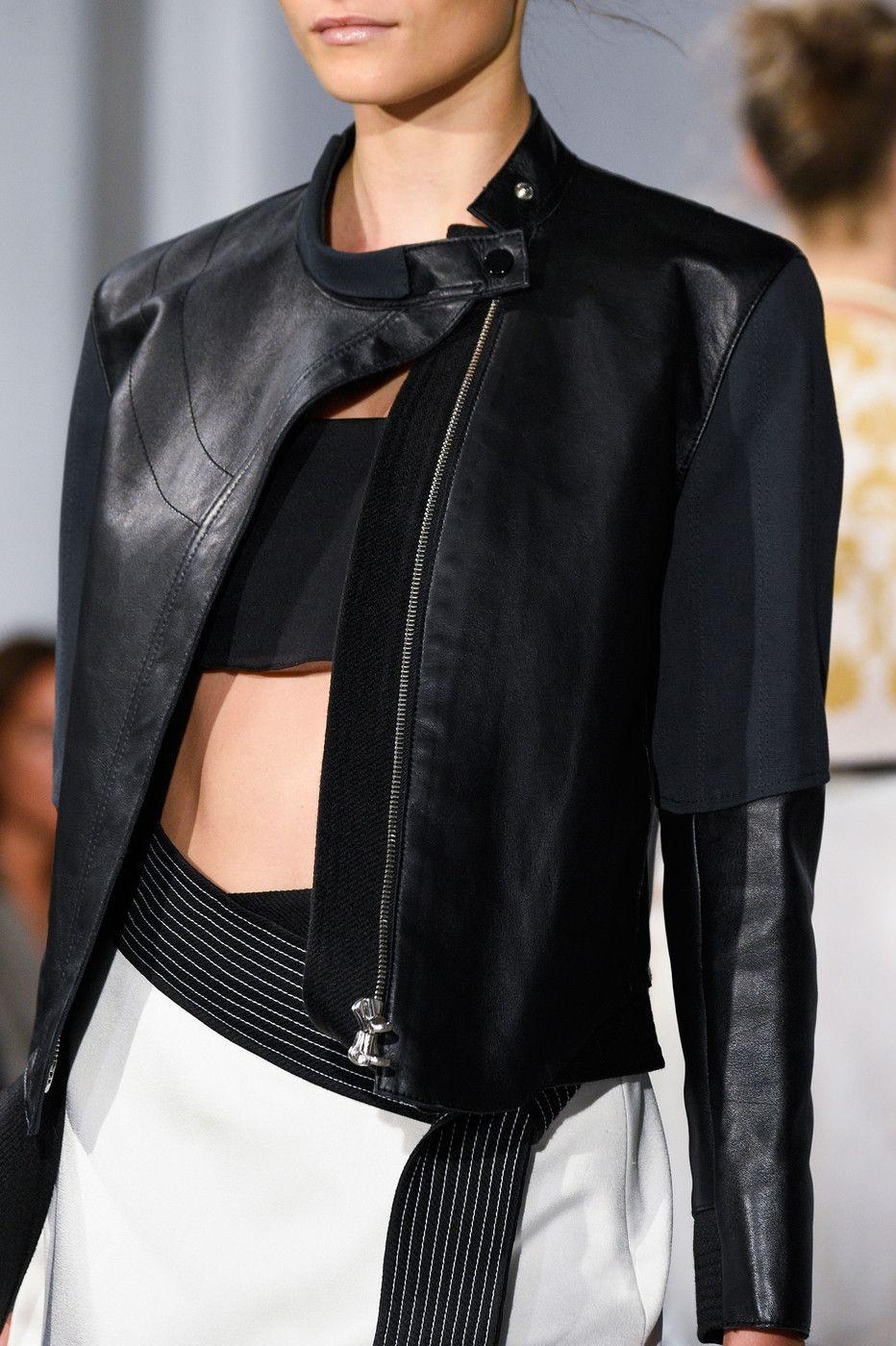 bb994b5e18 Pin by Rina Berdynaj on Runway Couture