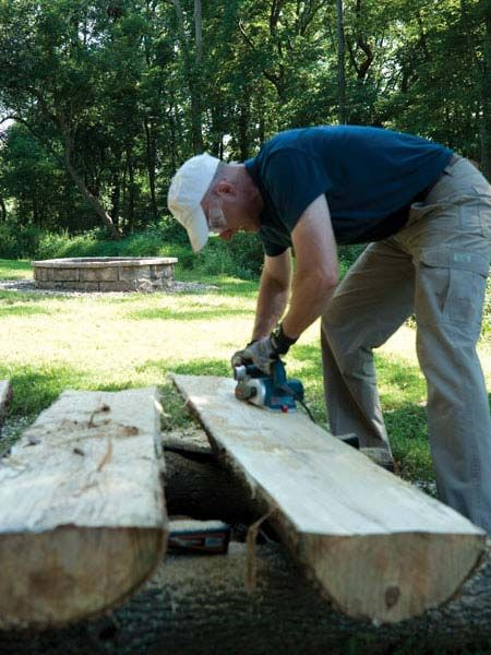 Making Half Log Benches Por Mechanics