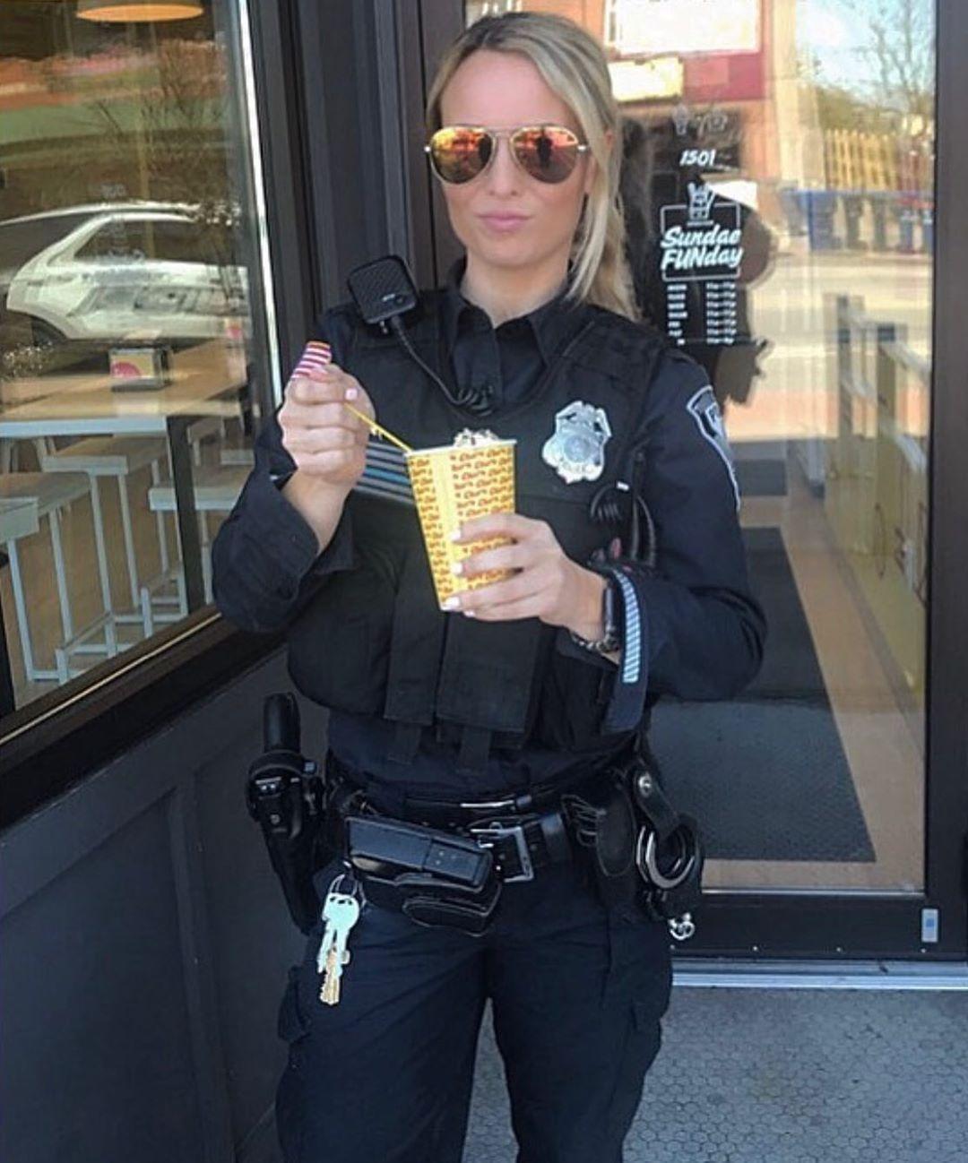 2 316 Kedveles 40 Hozzaszolas Thinbluelinesfinest Thinbluelinesfinest Instagram Hozzaszolasa Lono Police Women Female Police Officers Thin Blue Lines