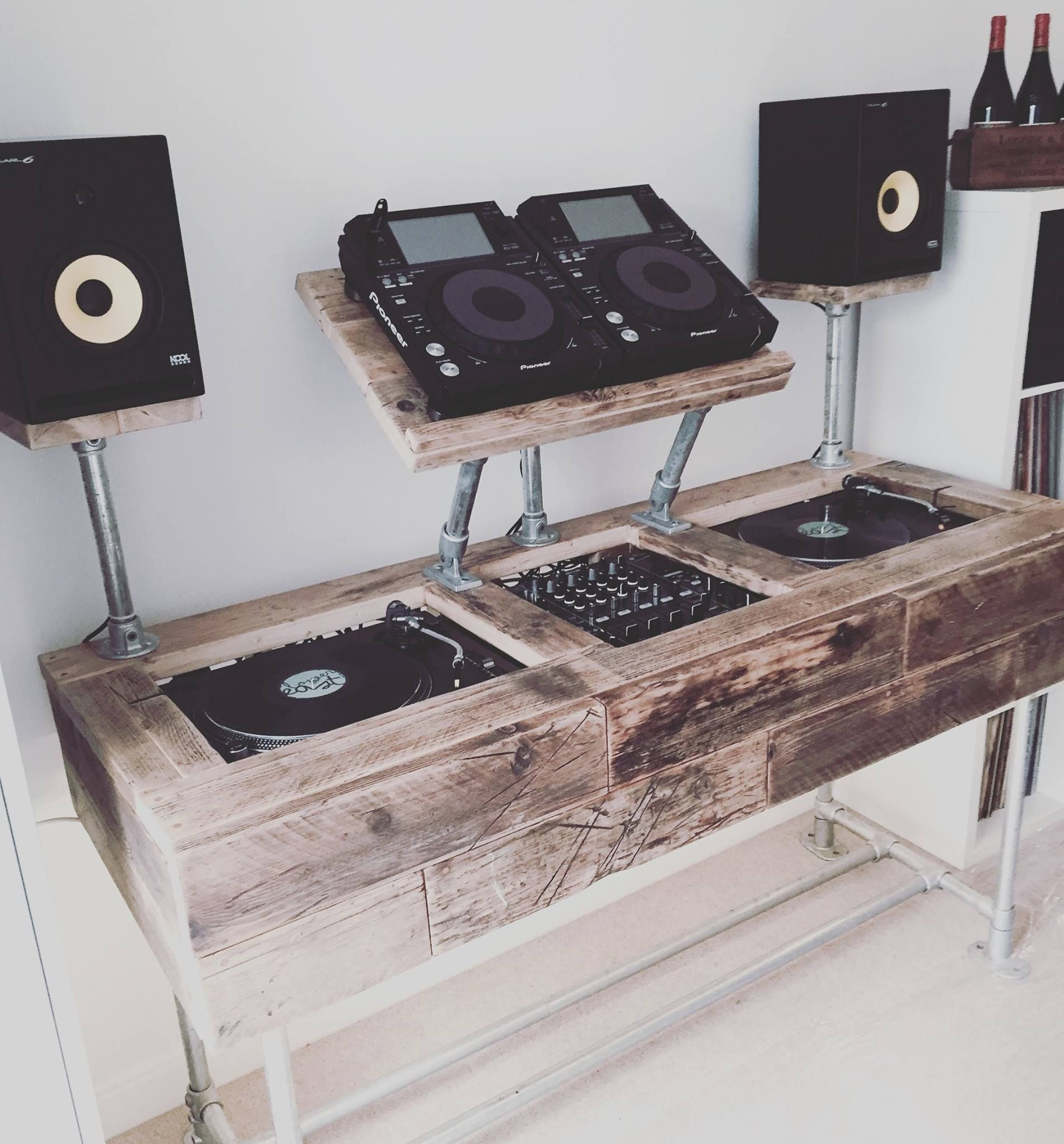Mobilier Home Studio Cozzy D S Custom Dj Stand This Dj In 2019