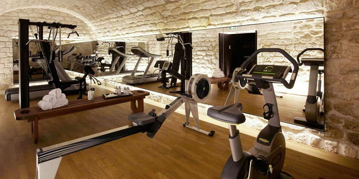 Lolyta Plus Souvent Appeler Loly Part En Vacances A Miami Avec Ava Romandamour Roman D Amour Amrea Gym Room At Home Fitness Design Gym Home Gym Design