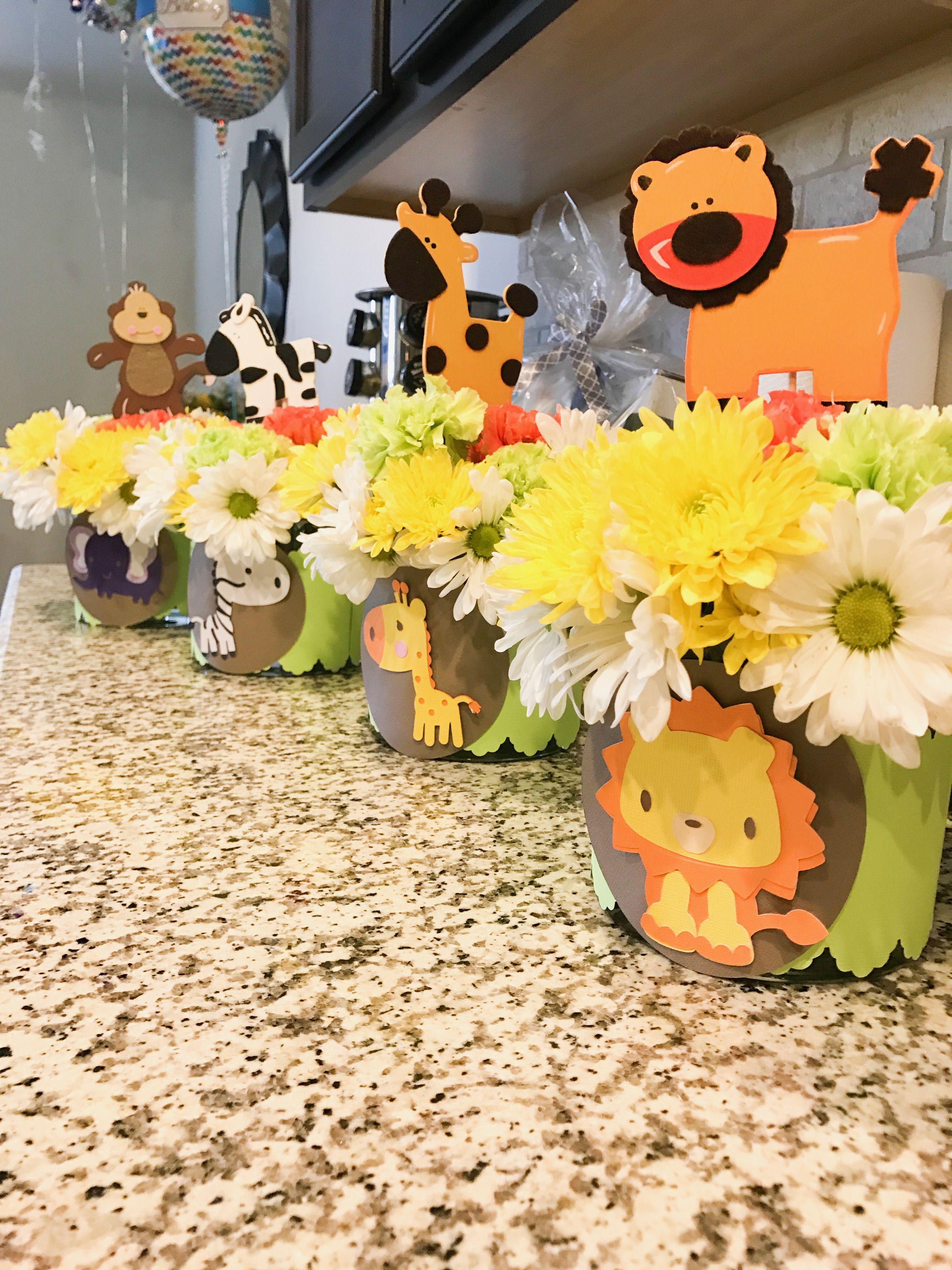 safari theme floral centerpieces for baby shower babych rh pt pinterest com floral centerpiece for baby shower floral centerpieces for baby shower girl