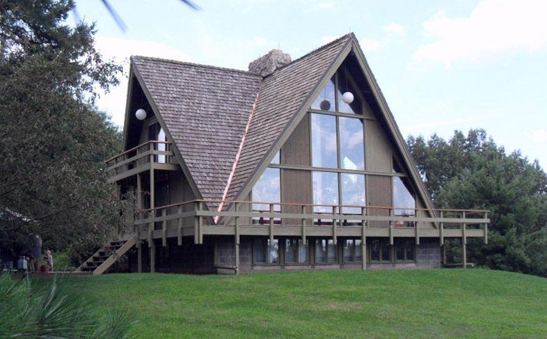 Pin by g robinson on architecture chalets a frames for Casa de campo en sevilla para alquilar