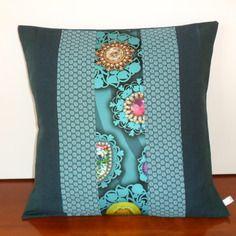 housse de coussin boh me chic en lin et tissu d 39 ameublement bleu canard et turquoise salon. Black Bedroom Furniture Sets. Home Design Ideas