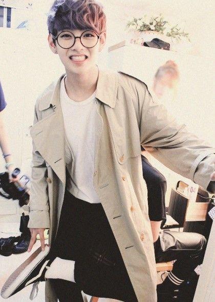 V still lookin cute with them circular glasses!
