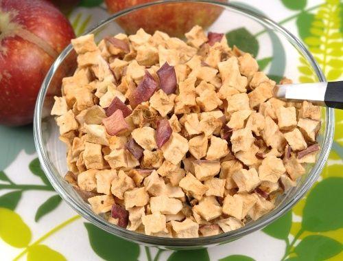 Torkade äpplen i bitar