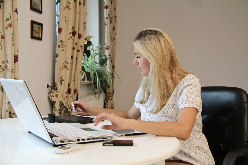 Do you want to work from home? Do you want to find your dream job? What if you could have both? Use these 4 tips to find your work-from-home dream job.