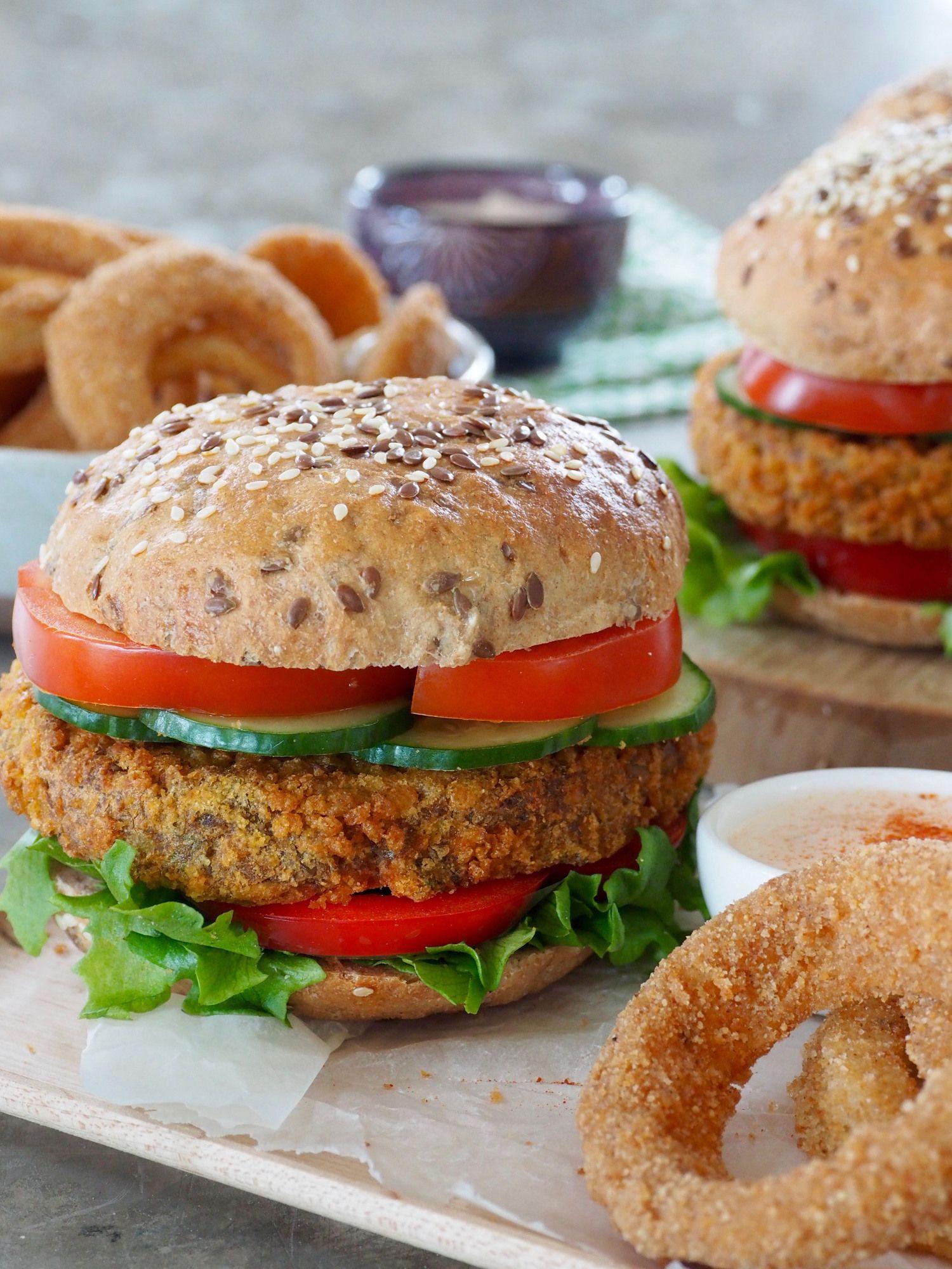 Mat På Bordet serverer løkringer og dipp til Liv Laga vegetarburgere