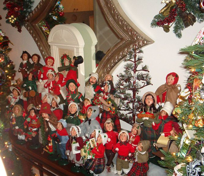 Christmas Carolers Yard Decorations: Byers Choice Dream Collections