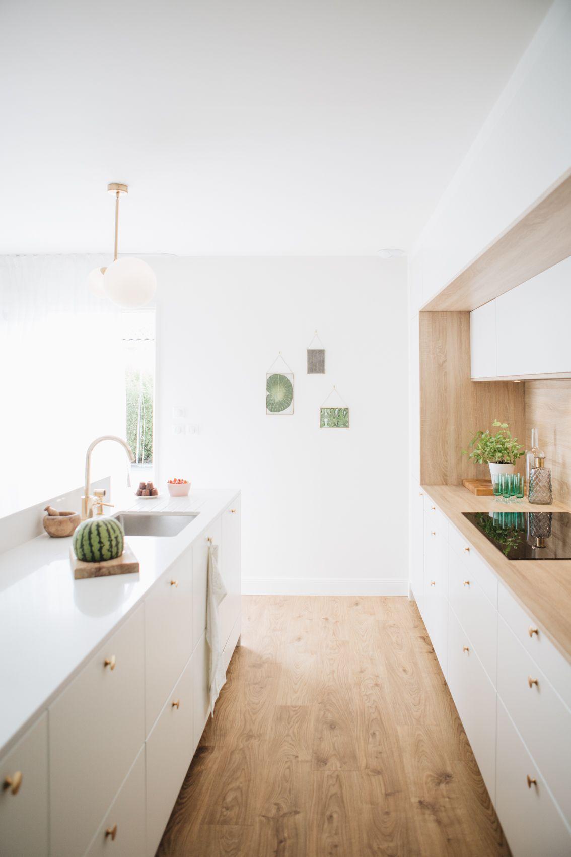 Decoration Cuisine Moderne Blanche une cuisine ilot blanche très élégante, qui fait la part