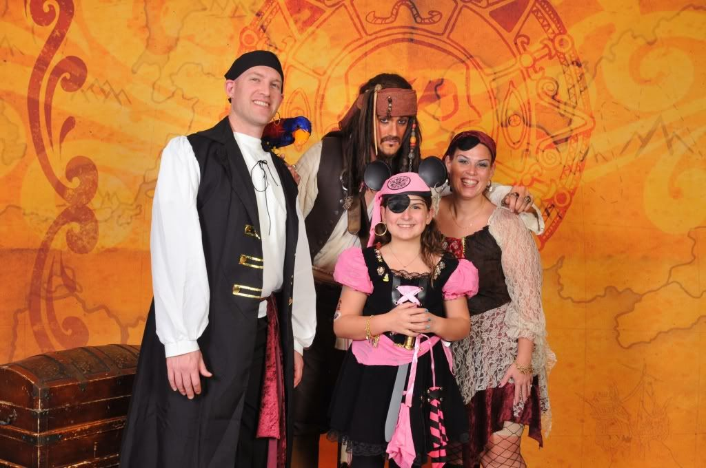 Do You Dress Up For Pirate Night The Dis Discussion Forums Disboards Com People Dress Dress Up Pirate Party