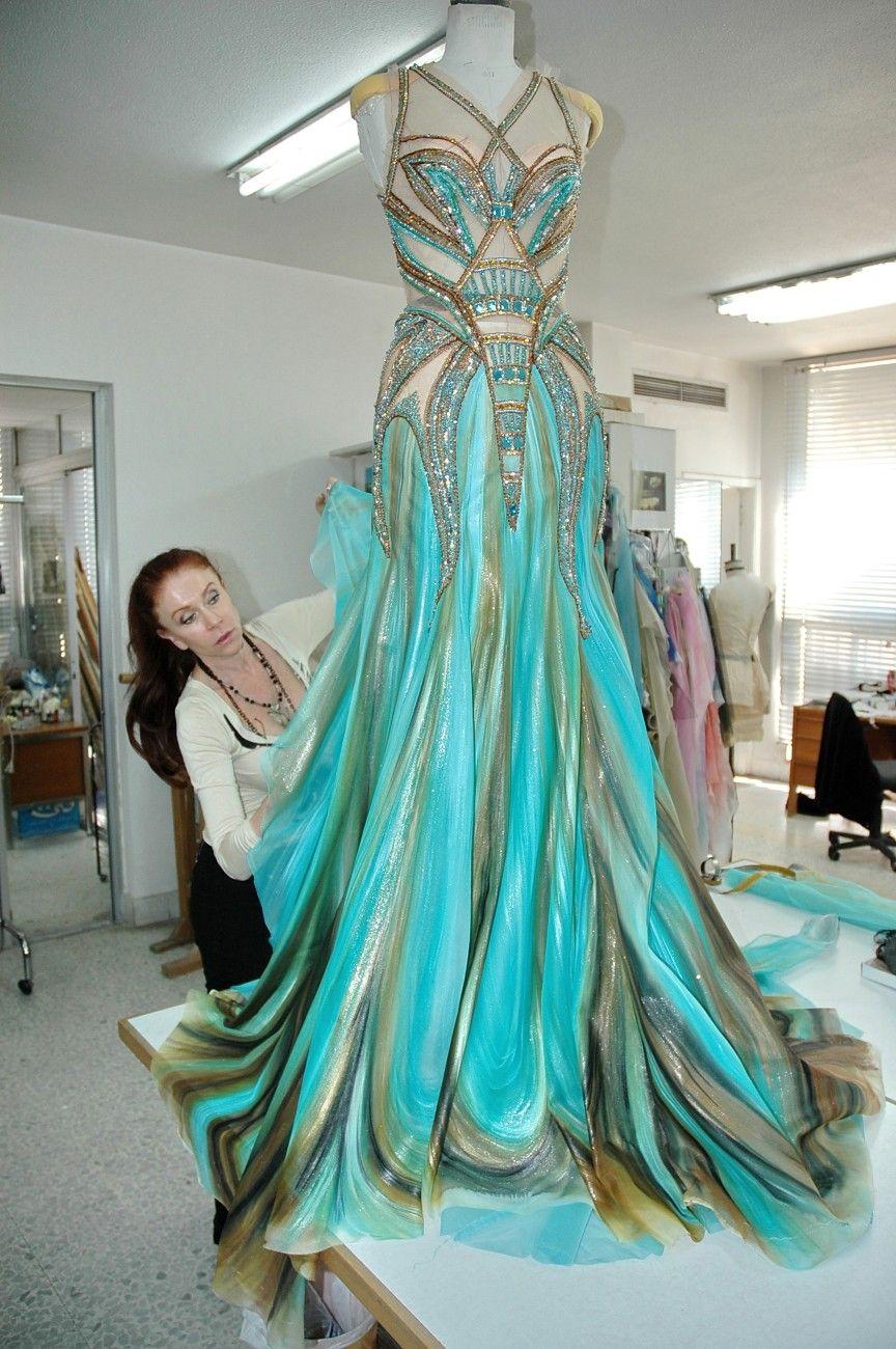Is the skirt painted???  Blanka Matragi 2013 | Róbu od Blanky Matragi obdivovala i britská královna!