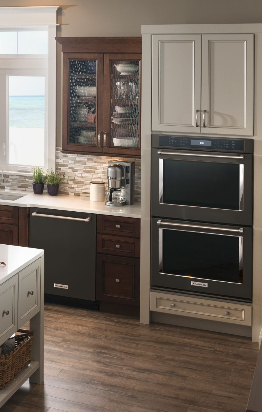 Boldly designed inside and out. Build the kitchen of your