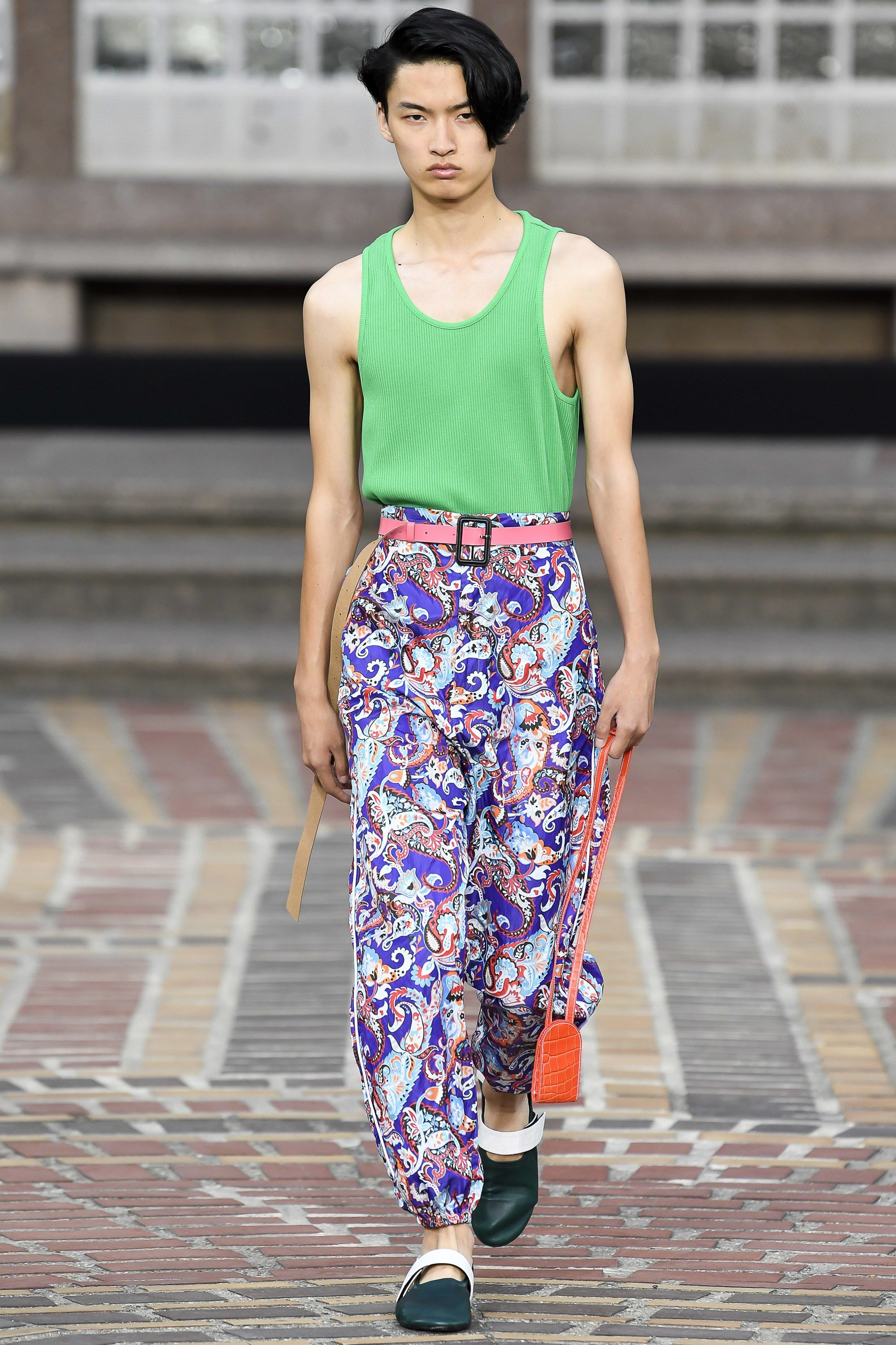Kenzo Spring 2018 Ready-to-Wear Collection Photos - Vogue bc6fd8f739f