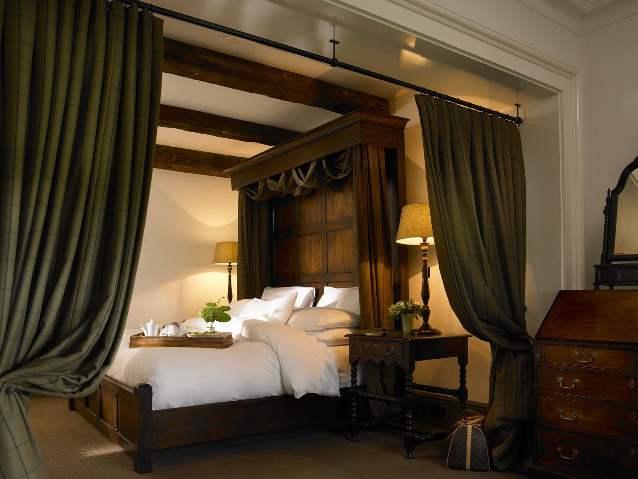 Luxury Accommodation Ireland, Luxury Accommodation in Clare - The 5 Star Lodge At Doonbeg, Co. Clare