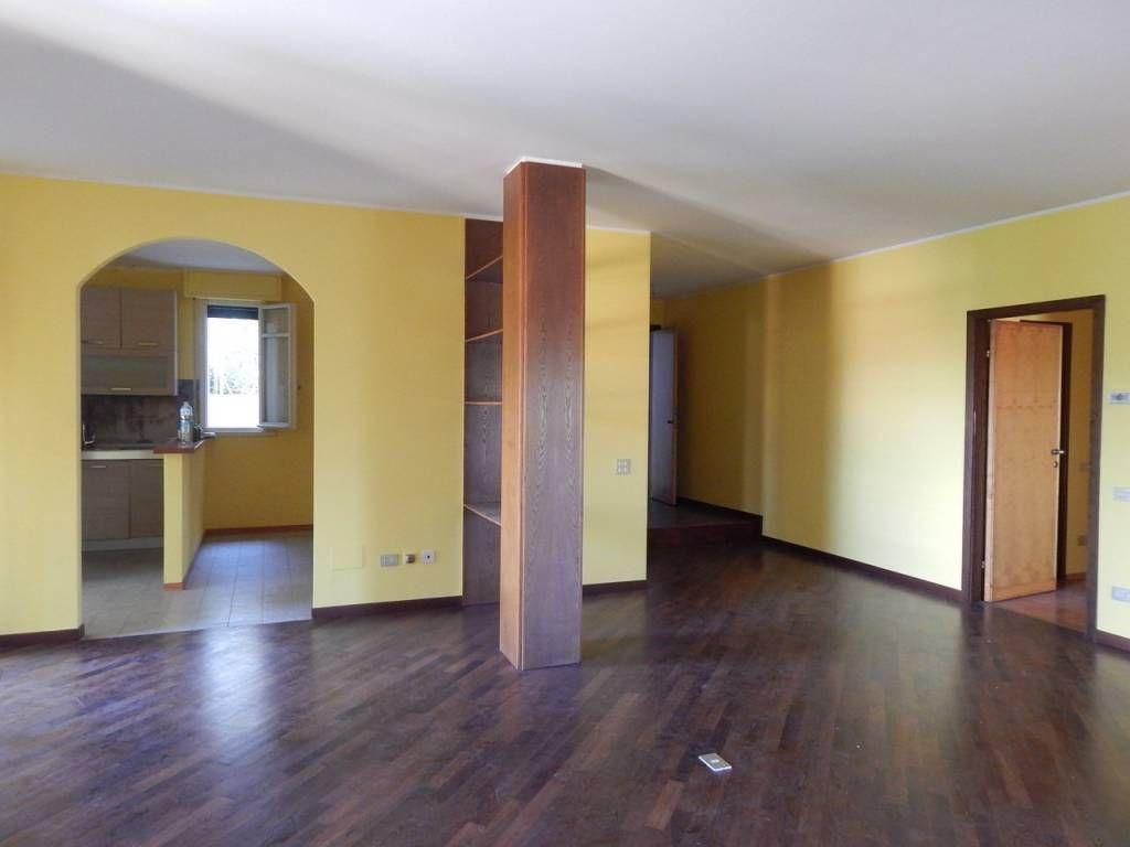 Affitto Appartamento Pesaro. Quadrilocale in via Adda