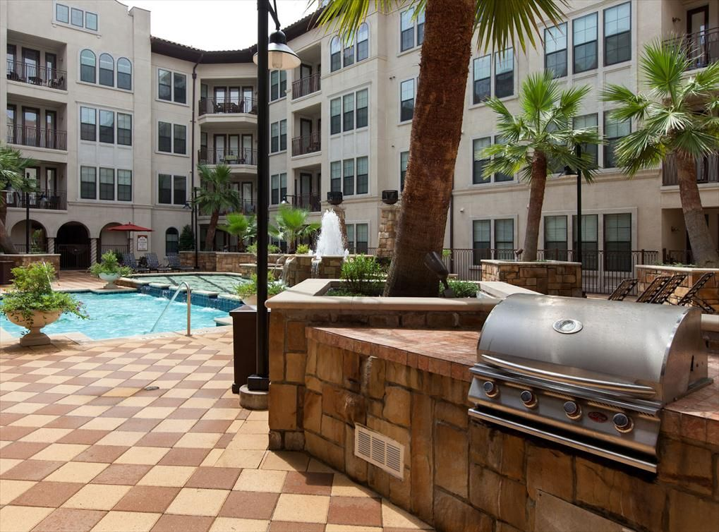 Outdoor grilling station at AMLI 2121, a luxury apartment