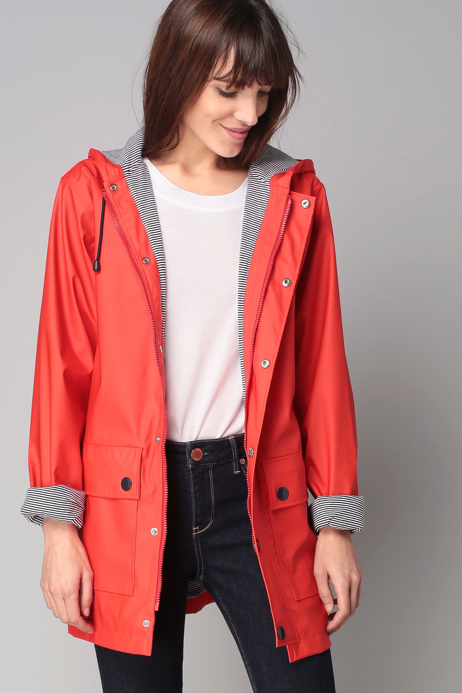 21087241bfa58 Ciré rouge à capuche Ciré Petit Bateau Femme, Veste Pluie Femme, Vêtements  Rouges,