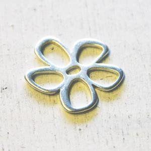 lijelove metallperlen, 04-005F, Blumenelement, silber, 32 mm - http://schmuckhaus.online/lijelove/lijelove-metallperlen-04-005f-blumenelement-32